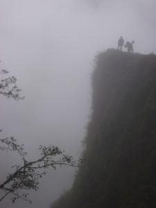 Cerca_del_abismo____Carretera_de_la_Muerte_(Bolivia)